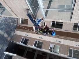 Ofrezco mi servicio como alpinista todo referente a mantenimiento de fachadas