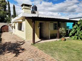 Excelente casa ubicada en Exaltación de la Cruz. Con Parque y Garage.