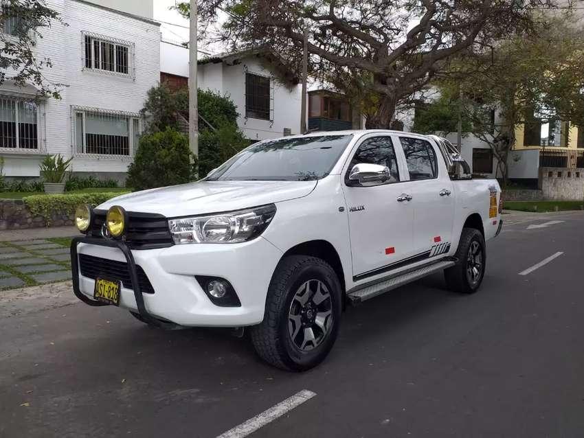 Toyota Hilux 4x2 2017 petrolera 0