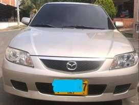 Mazda allegro modelo 2005, mecánico color estrato Perla, papeles al día 5 puertas