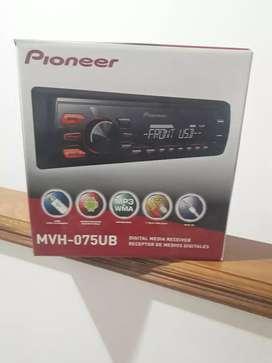 Radio Pioneer con entrada de USB con juego de parlantes