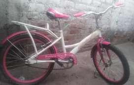Bicicleta seminueva para niña