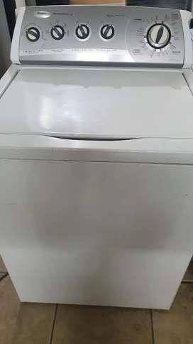 Vendo lavadora whirpool americana de 32 libras