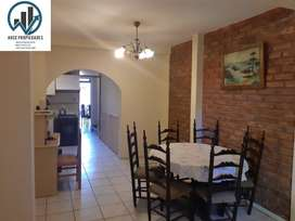 VENDO CASA B. KOLTON, LAS HERAS MENDOZA.  Dos plantas, 4dormitorios, 2baños, cochera doble, 220 terreno, 160 cubiertos