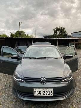 Sedan, 5 puertas, forros de cuero, aire acondicionado, brasileño.