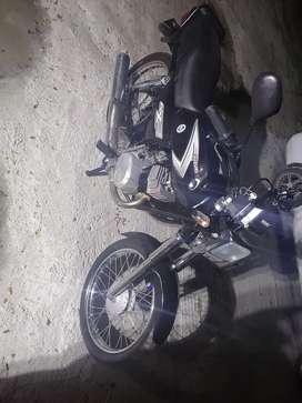$ 15 Vento moto ax100 recién reparada caja nueva baratísima la vendo por motivo de viaje precio negociable
