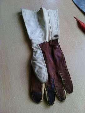 guante de esgrima antiguo