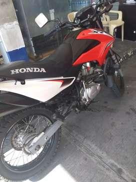 Vendo moto Honda xr150  2016
