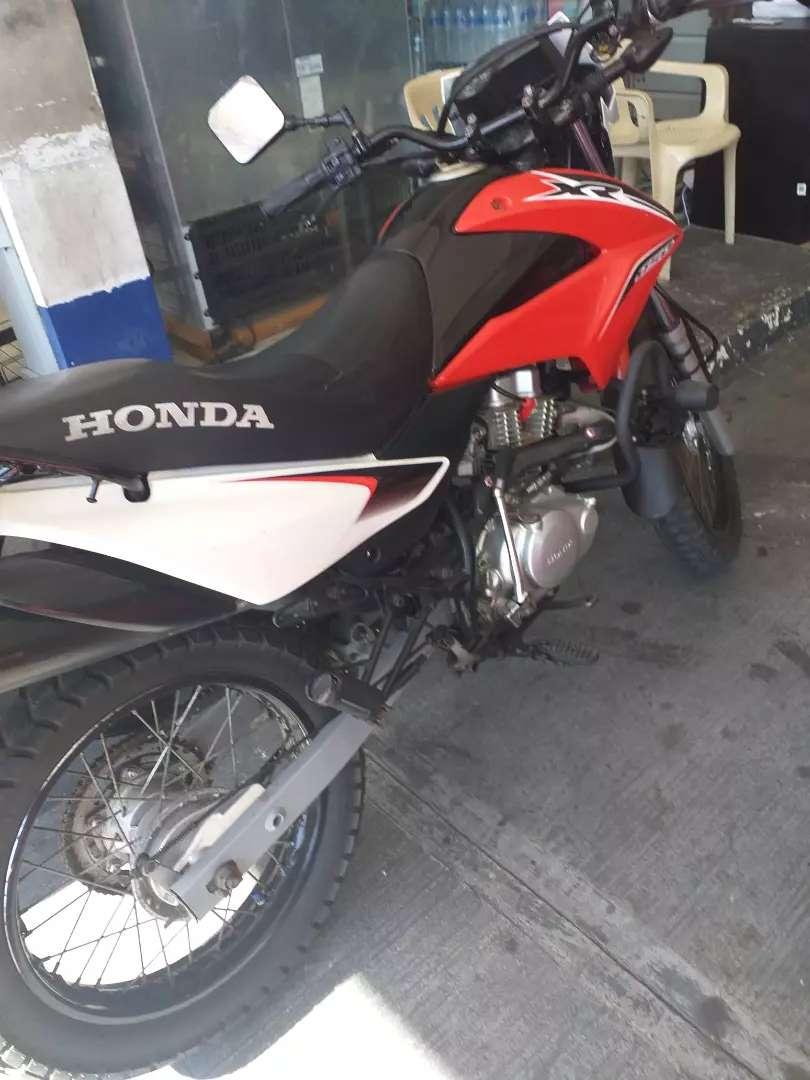 Vendo moto Honda xr150  2016 0