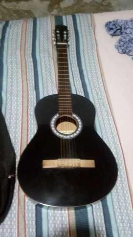 Guitarra criolla negra  con funda