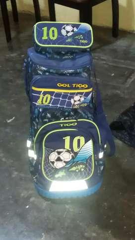 Se Vende Pack De Mochila Con Ruedas Nuevo Marca: TITO