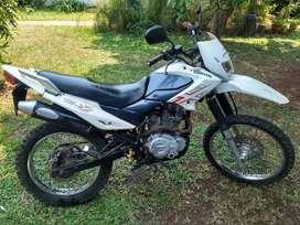 Corven Triax 250cc. Escape deportivo