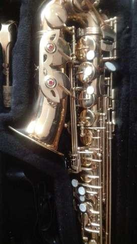 saxofón alto marca JVC perfecto funcionamiento