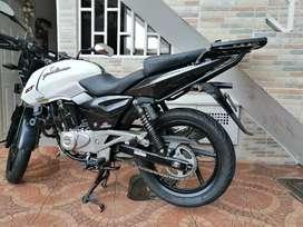Se vende Moto Pulsar 180 Negra nebuloso-blanca, modelo 2018