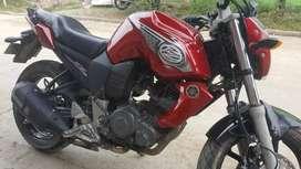 Se vende fz16 modelo 2011 color rojo