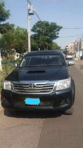 Vendo Toyota Hilux 2013 con 133000 km.