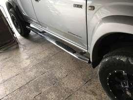 Estribos niquelados sin perforar Dmax Mazda BT50 Toyota Vigo
