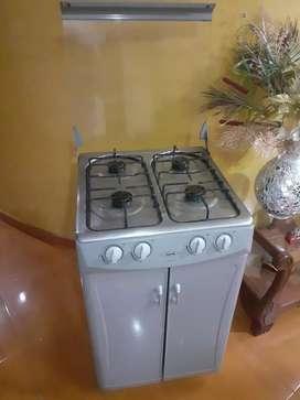 Hermosa estufa con gabinete y su vidrio protecto en la ciudad de armenia $200.000 precio fijo