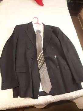 traje completo cruzado gris oscuro