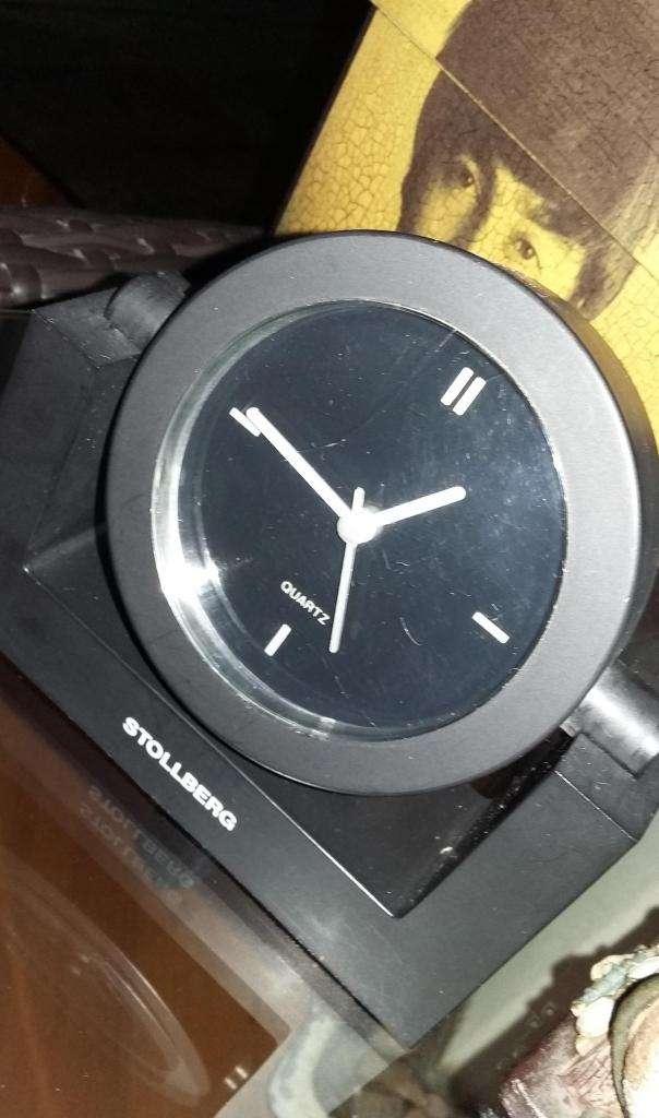 Reloj de escritorio o mesa Quartz a pila 0