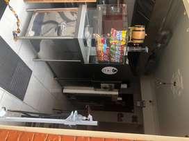 Vendo mobiliario pizzería (estufa , horno en piedra muñeca, campanas, lavaplatos, nevera, exhibidor, muebles, sillas.