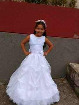 Vendo vestido primera comunion tiene una sola postura en buen estado negociable