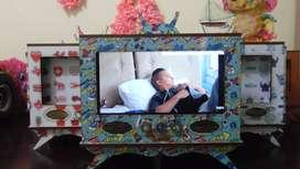 Accesorio decorativo / MODELO DE TELEVISOR con diseño para celular