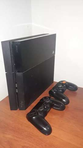 SE VENDE Play station 4 (PS4) con 2 controles y 2 juegos