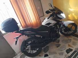 SE VENDE MOTO CR4 125
