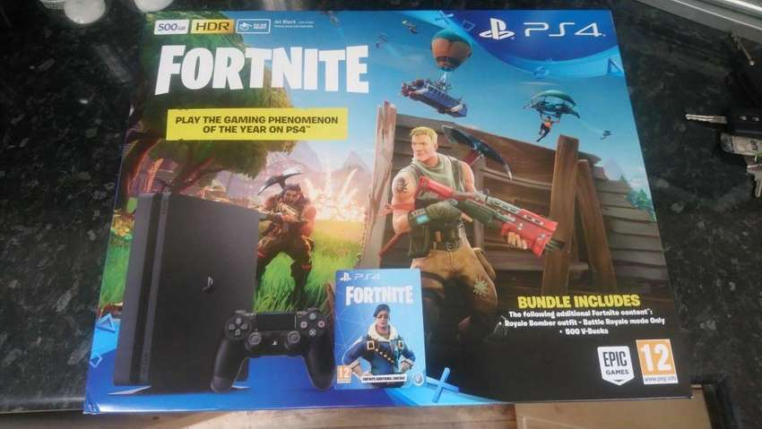PLAY STATION 4 DE 500 GB CON JUEGO FORTNITE 0