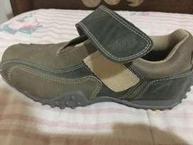 Vendo Zapatillas de hombre importadas de EEUU, Línea simil cuero, Sin cordones , Solo abrojo