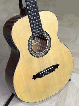 Guitarra electroacústica la gran española nueva (Negociable)