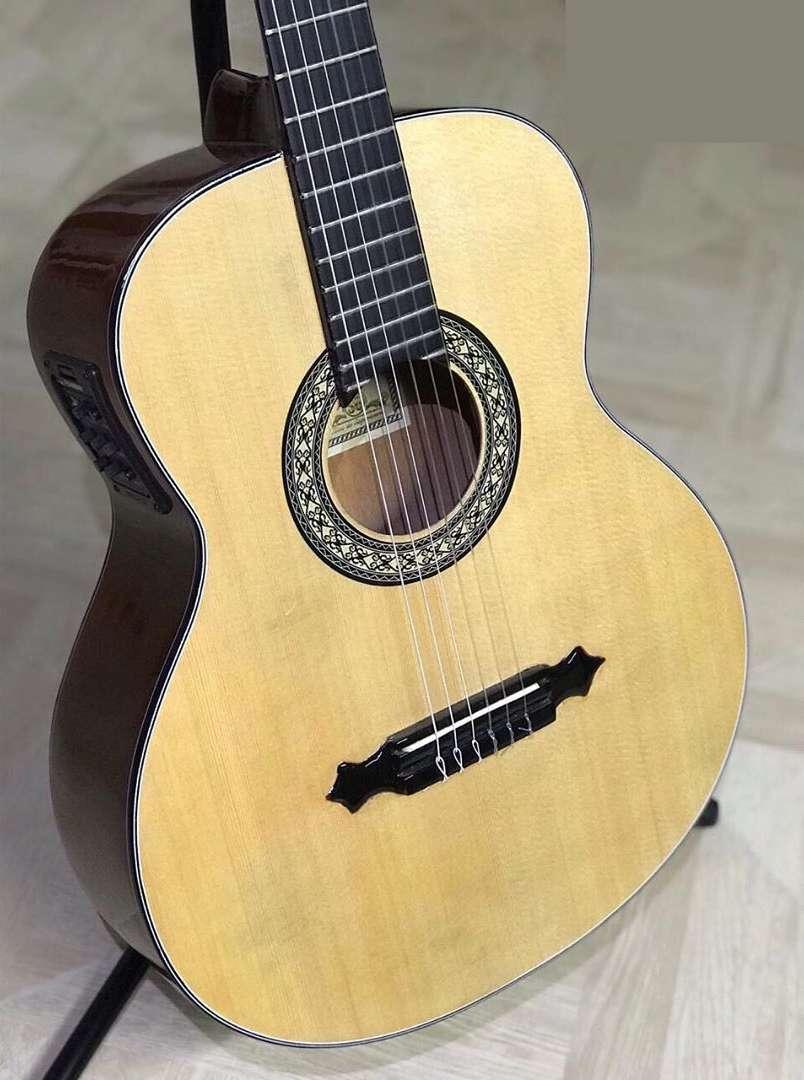 Guitarra electroacústica la gran española nueva (Negociable) 0