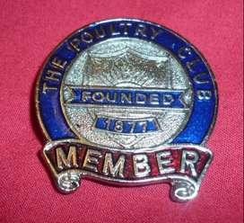 RARO PIN DISTINTIVO THE POULTRY CLUB . MEMBER 1980 . MIEMBRO DEL CLUB AVICOLA DE INGLATERRA