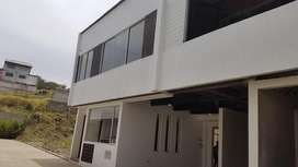hermosa casa en venta de 4 dormitorios con amplios espacios y en condominio sector control sur Baños yanuncay