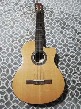 Guitarra electroacústica/ marca Admira