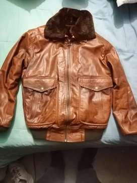 Vendo chaqueta piloto en cuero importada