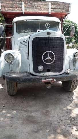 Vendo camión Mercedes Benz mis 65 en buen estado con volquete  soy titular