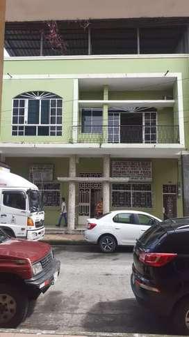 Vende casa de 2 pisos céntrico
