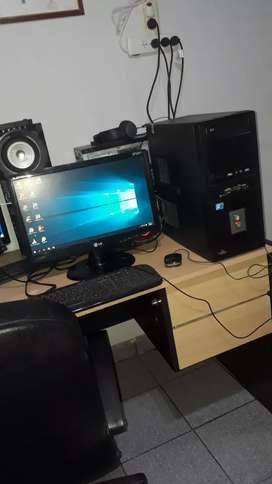 Computadora de escritorio sin detallles