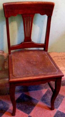 Silla madera maciza antigua