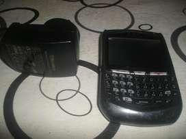 Celular Blackberry Con Cargador, Sin Bateria Ni Tapita De Atras para