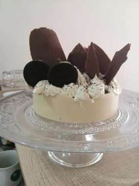 Torta tres leches con cokies cream en base de chocolate
