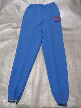 Pantalón jogging algodón con bolsillos nuevos talles: 08, 18,12 y 14 su valor $350,00 pesos.