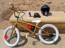 Bicicleta BMX semi nueva