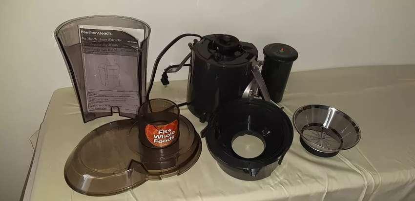 Procesador y extractor de jugos y alimentos casi nuevo 0