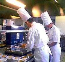 Busco cocinero y ayudante de cocina