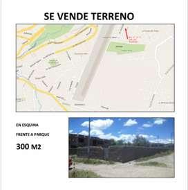 Terreno en Ayacucho - Esquina frente parque