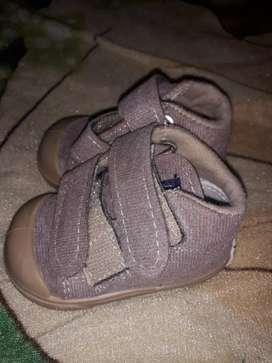 Botitas  y zapatilla de bebe