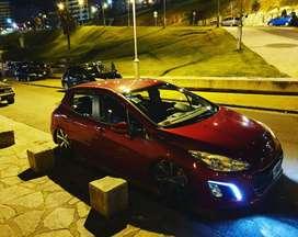 Peugeot 308 con suspension neumatica y llantas 18